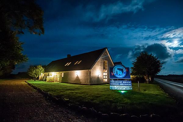 denmark fishing lodge by night
